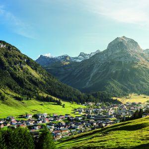 Wandern in Lech am Arlberg © Lech Zürs Tourismus by Hanno Mackowitz