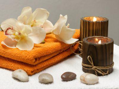 Kerzen, Handtücher und Blumen, Pixabay